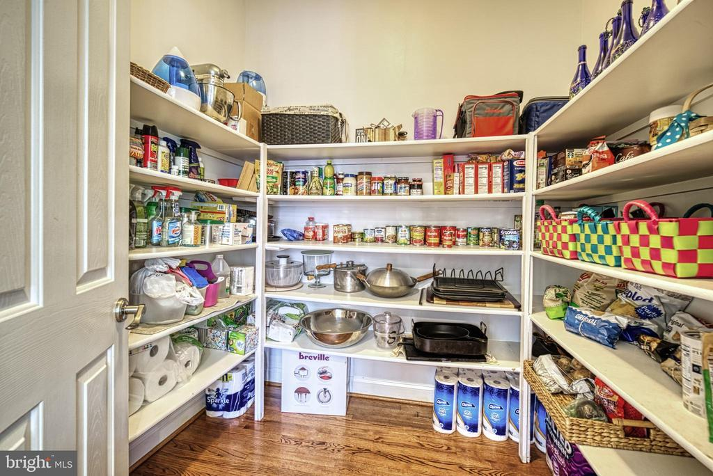 Look at this walk in pantry- Awesome! - 2704 SILKWOOD CT, OAKTON