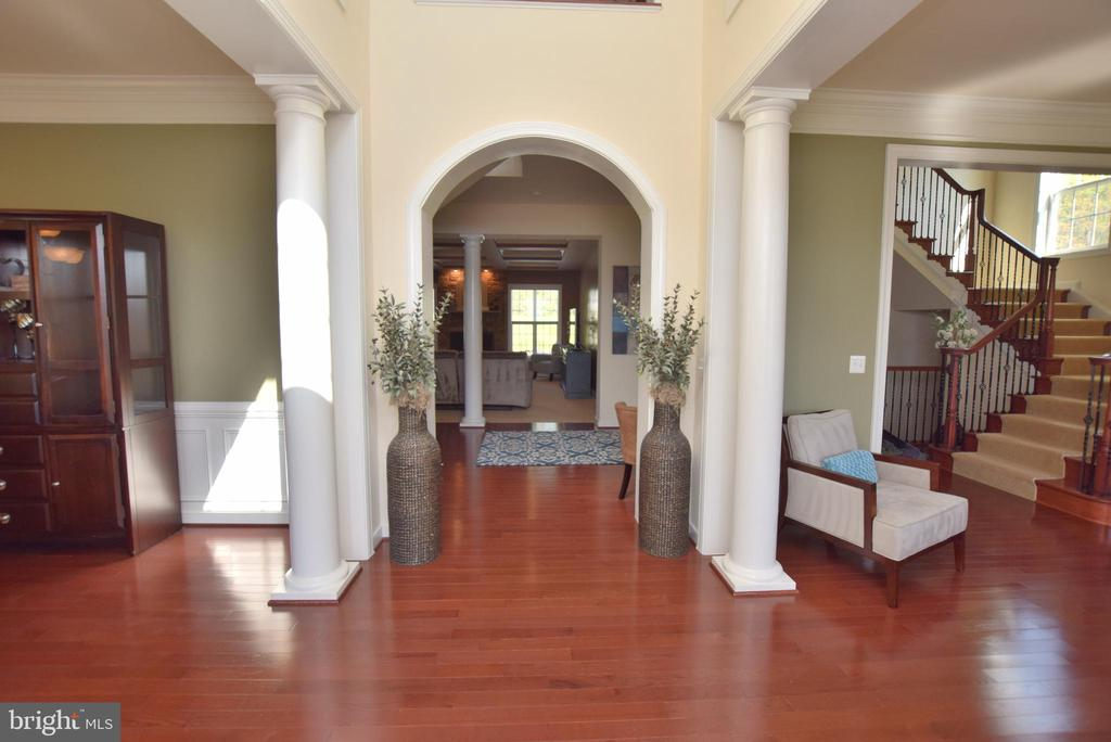 Two Story Foyer - 60 SNAPDRAGON DR, STAFFORD