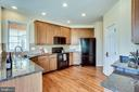 Spacious kitchen with double oven - 19862 LA BETE CT, ASHBURN