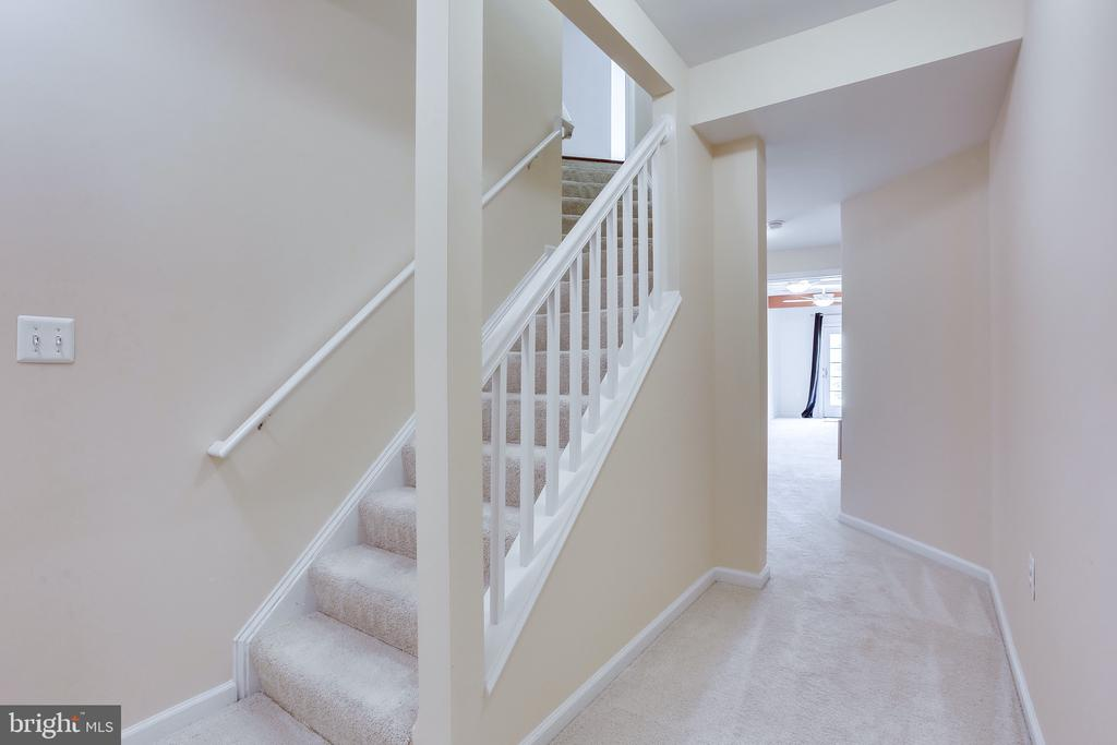 Stairs to the fully-finished basement - 19862 LA BETE CT, ASHBURN