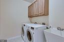 Laundry room on main floor - 19862 LA BETE CT, ASHBURN
