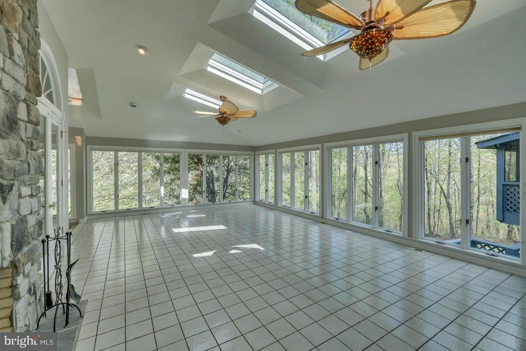 Amazing Florida Room with Fireplace - 6 RIVER OAK PL, FREDERICKSBURG