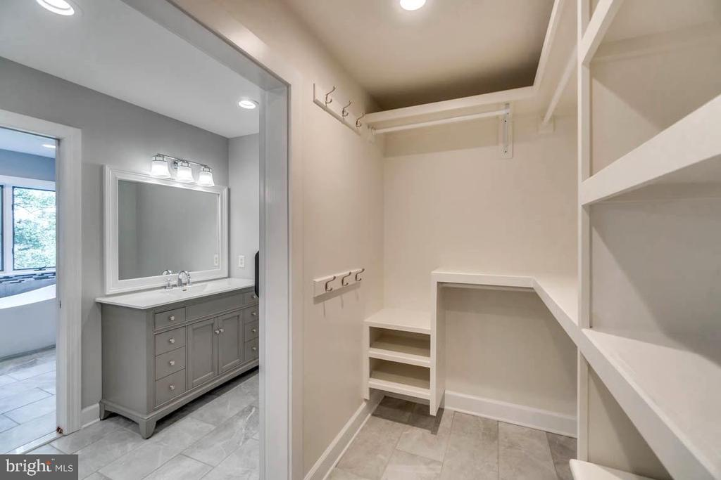 Master Bath and walk-in Closet - 6 RIVER OAK PL, FREDERICKSBURG