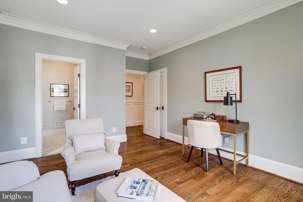 Or as  7th Bedroom with En -Suite Full Bath - 4514 25TH RD N, ARLINGTON