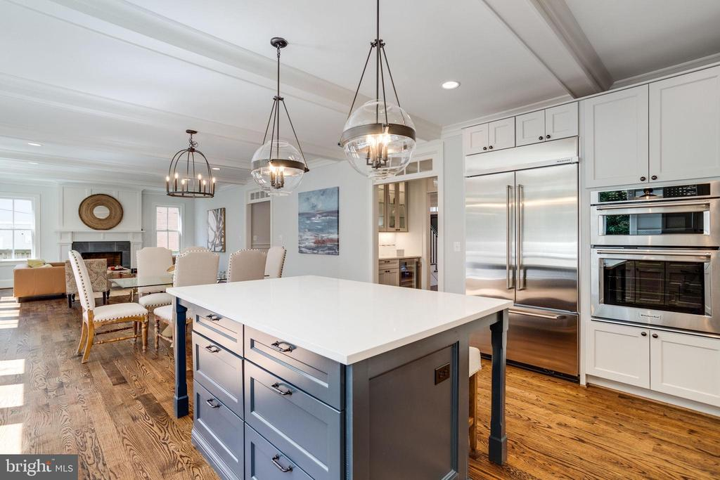 Lots of seating space in and adjoining the kitchen - 4514 25TH RD N, ARLINGTON