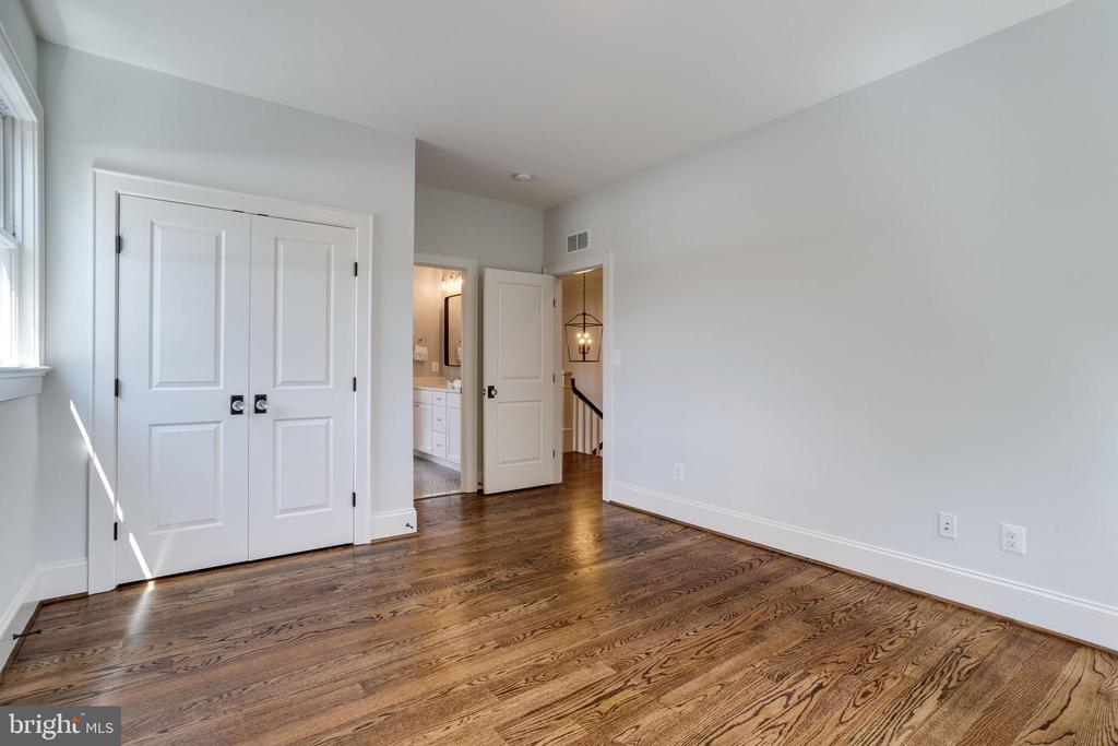 Third Bedroom looking into Shared Bath - 4514 25TH RD N, ARLINGTON