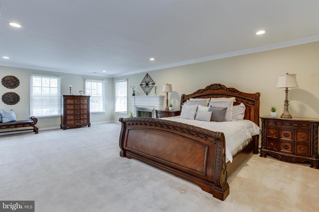 Spacious Master Bedroom - 7780 KELLY ANN CT, FAIRFAX STATION