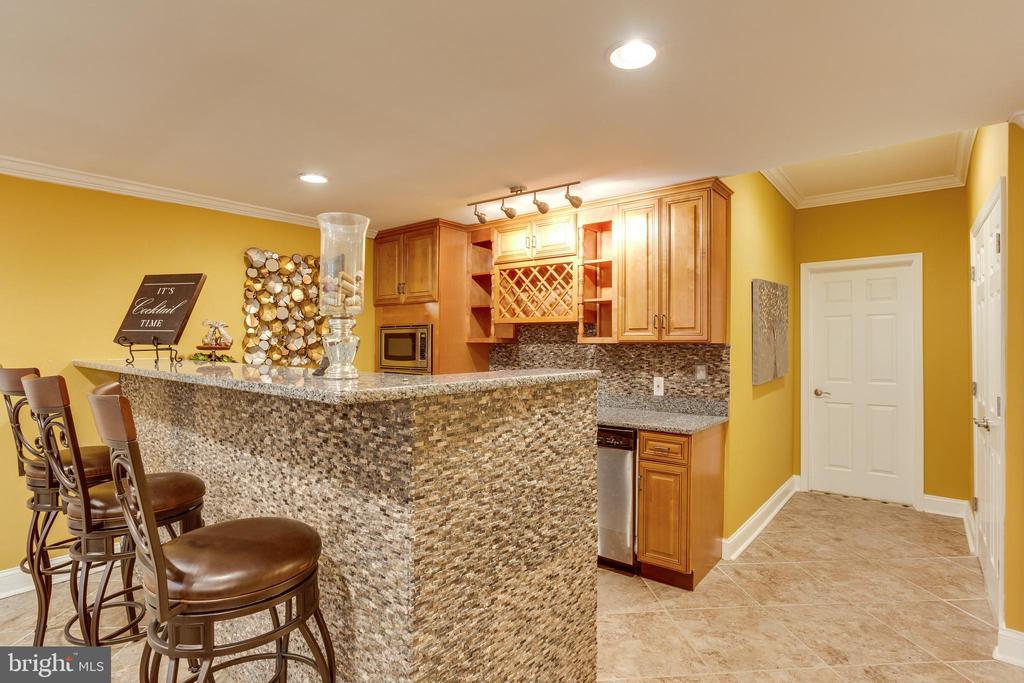 Full Kitchen, Dishwasher, Microwave, Oven - 7780 KELLY ANN CT, FAIRFAX STATION