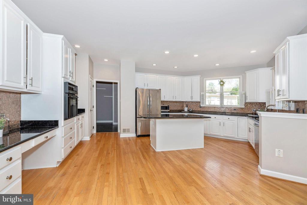 Vast kitchen space - 6301 IVERSON TER N, FREDERICK