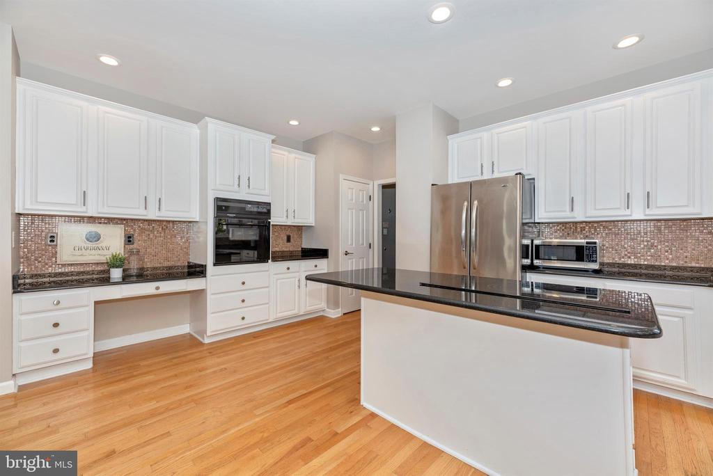 Stainless appliances - 6301 IVERSON TER N, FREDERICK