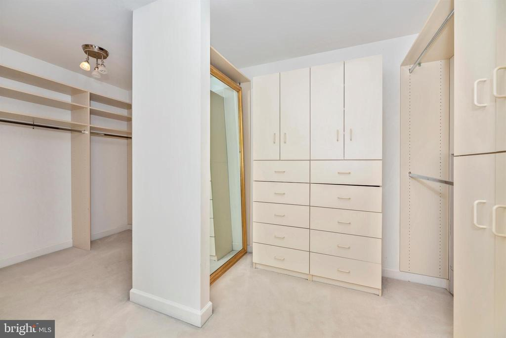 Massive walk in closet with built ins - 6301 IVERSON TER N, FREDERICK