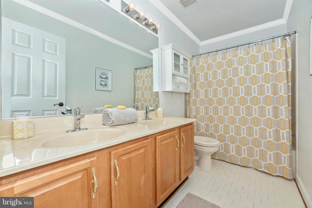 Hall bath - 6301 IVERSON TER N, FREDERICK