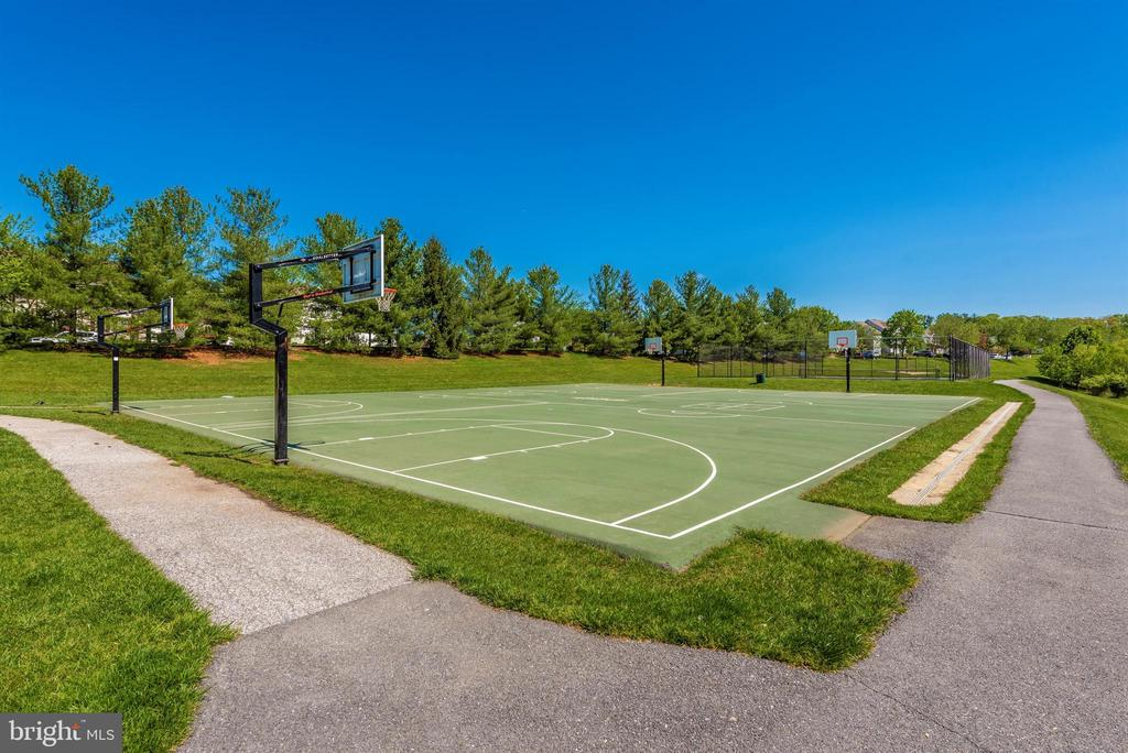 Basketball courts - 6301 IVERSON TER N, FREDERICK