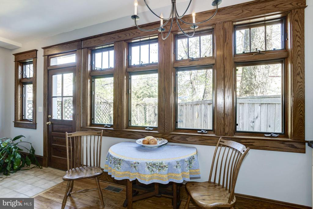 Charming breakfast room with patio views - 3819 LIVINGSTON ST NW, WASHINGTON