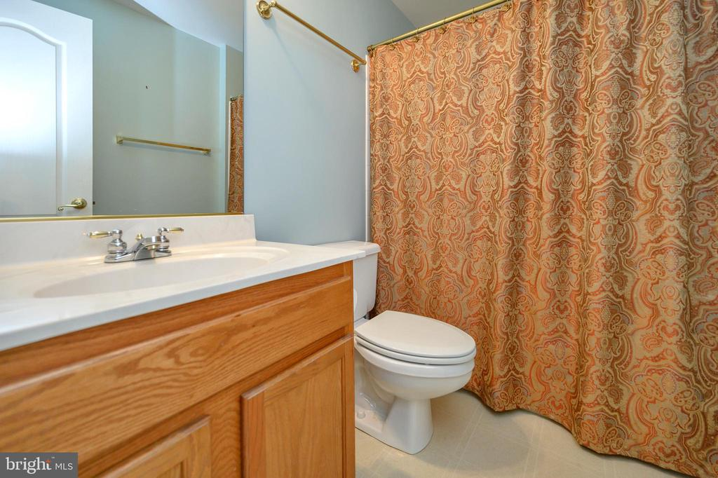 Fully finished basement bathroom - 42 LIGHTFOOT DR, STAFFORD