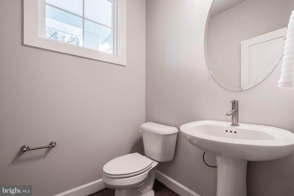 Sunny first floor powder room - 8604 NORFOLK AVE, ANNANDALE