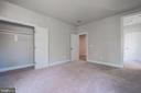 Sunny bedroom with 2 closets and en suite bath - 8604 NORFOLK AVE, ANNANDALE