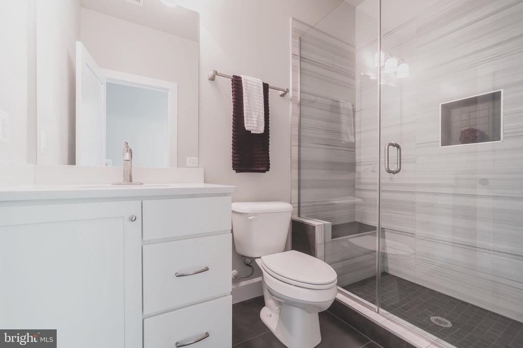 Gorgeous en suite bath with shower - 8604 NORFOLK AVE, ANNANDALE