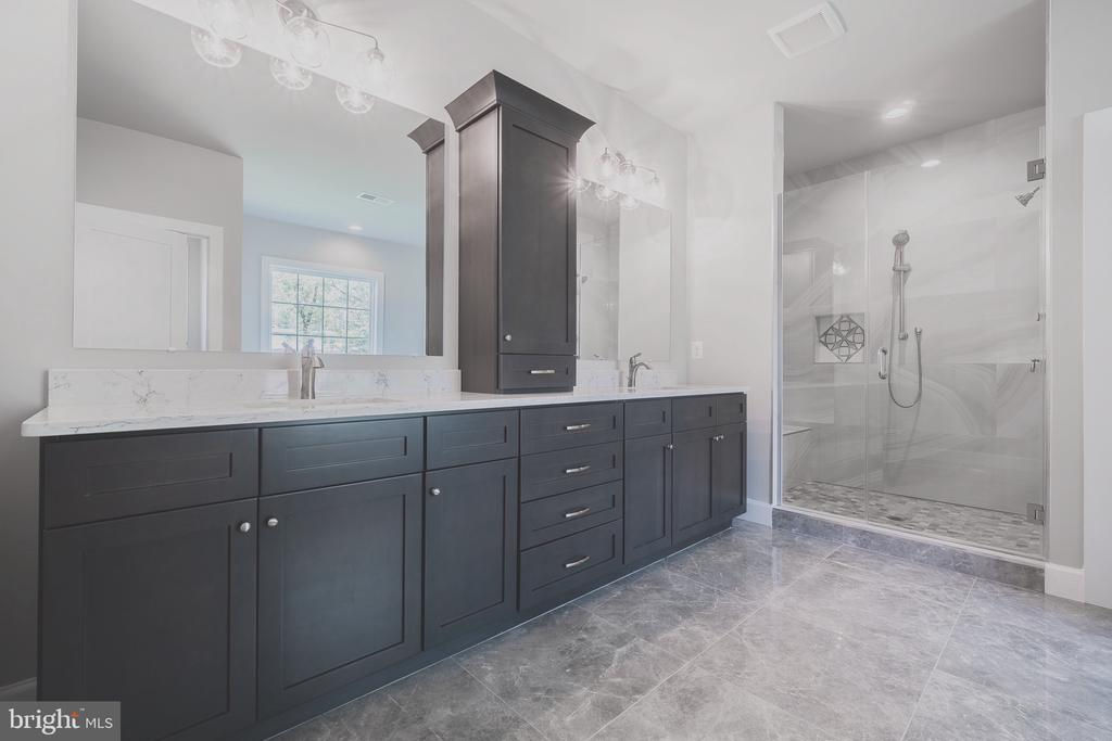 Stunning mater bathroom w/ dual vanity and shower - 8604 NORFOLK AVE, ANNANDALE