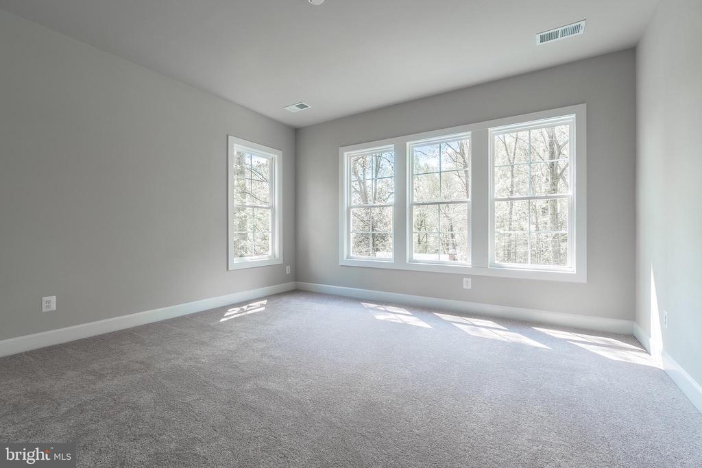 Bright second floor bedroom - 8604 NORFOLK AVE, ANNANDALE