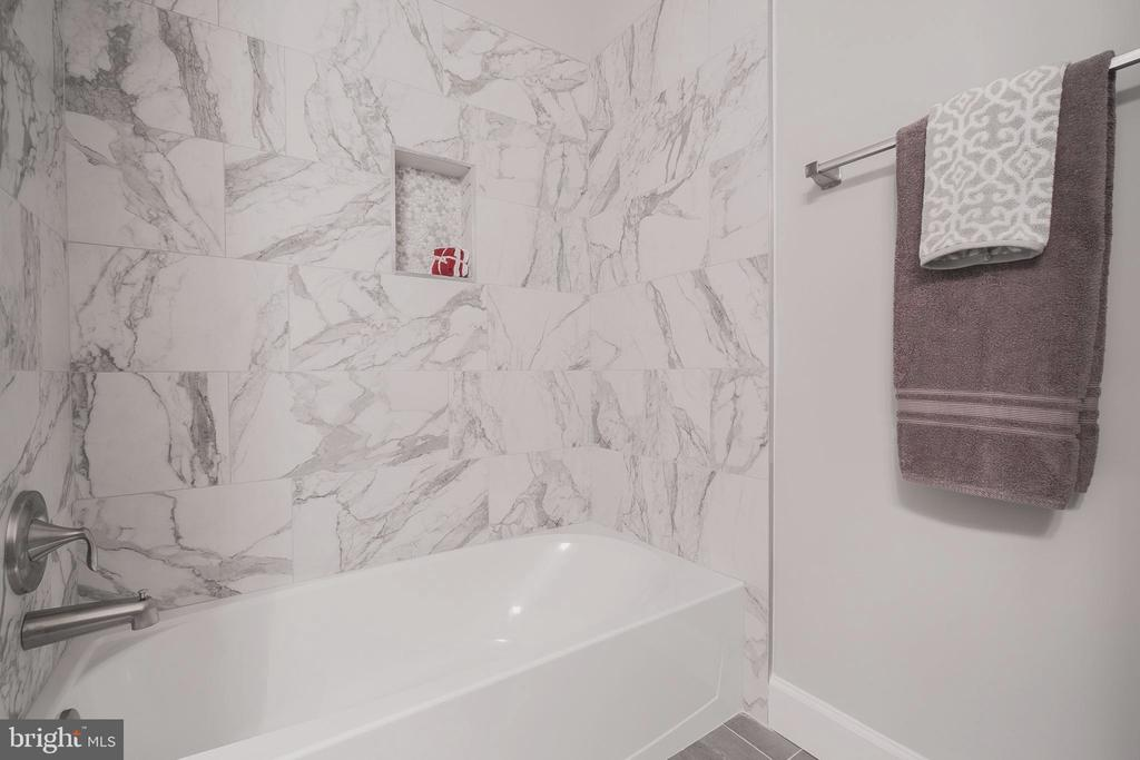 Well appointed guest bathroom with porcelain accen - 8604 NORFOLK AVE, ANNANDALE