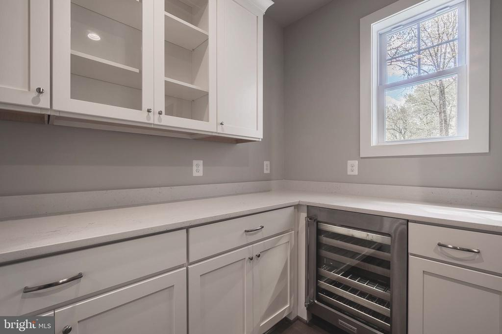 Butlers Pantry with Beverage Center & Glass Accent - 8604 NORFOLK AVE, ANNANDALE