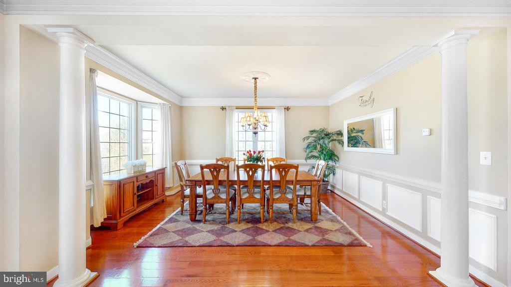 Dining room with moldings & bay window - 31 CRAWFORD LN, STAFFORD