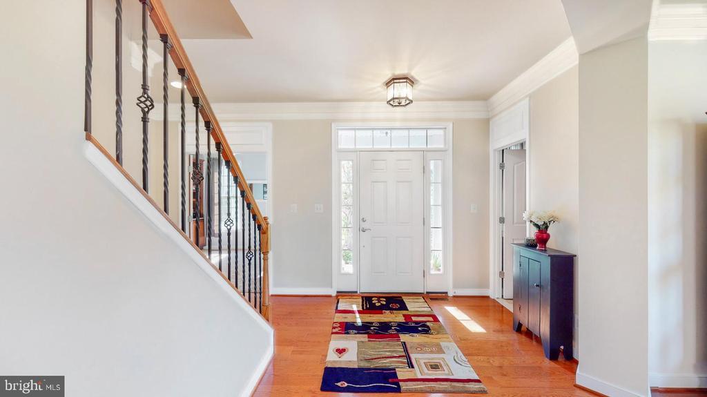 Entrance foyer with wood floors  & moldings - 31 CRAWFORD LN, STAFFORD