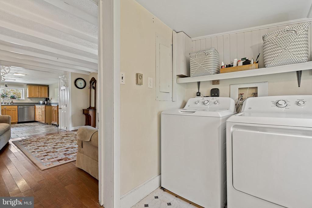 Full laundry w/ ample storage & sunny full bath. - 17350 DRY MILL RD, LEESBURG
