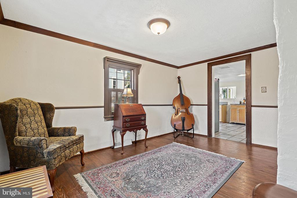Victorian style wood trim thoughout. - 17350 DRY MILL RD, LEESBURG