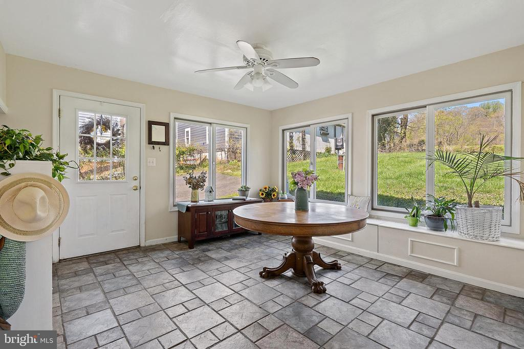 SUN DRENCHED dining off the kitchen! - 17350 DRY MILL RD, LEESBURG