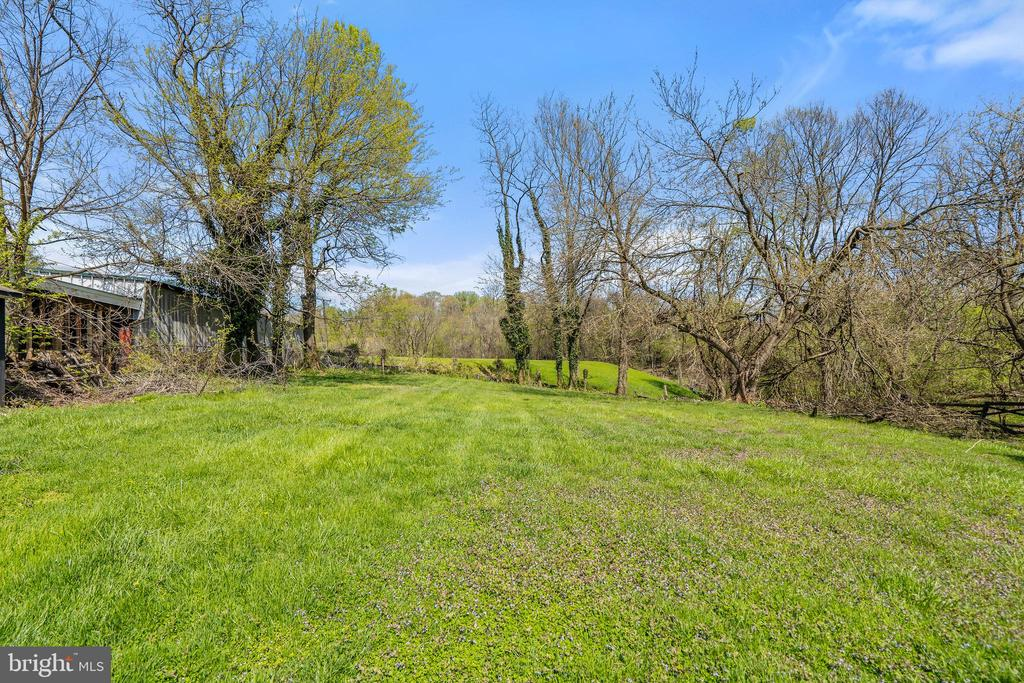 ROOM to breathe!  NO HOA! - 17350 DRY MILL RD, LEESBURG