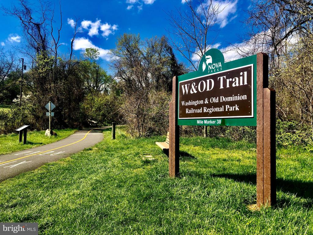 Steps from the beautiful W&OD Trail to DC. - 17350 DRY MILL RD, LEESBURG