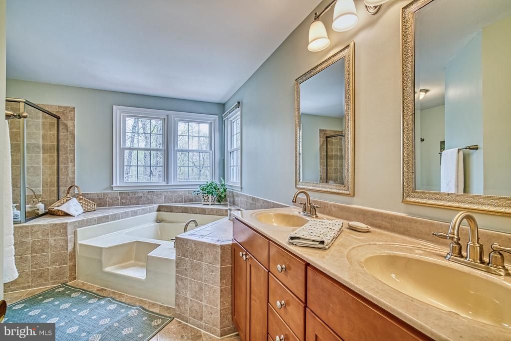 Soak and relax - 12216 HEATHER WAY, HERNDON