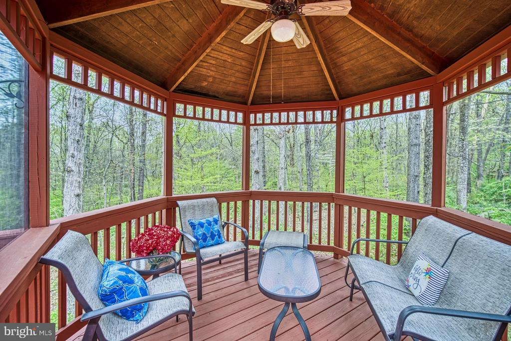 Screened gazebo has a ceiling fan to keep you cool - 12216 HEATHER WAY, HERNDON