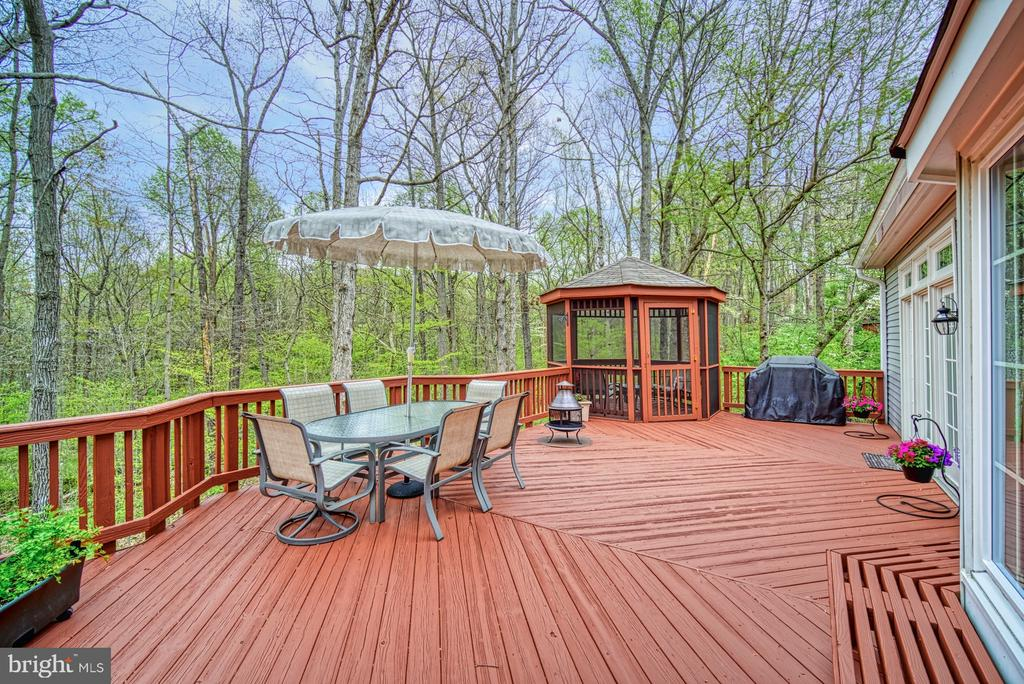 Huge deck expands the enjoyable living space - 12216 HEATHER WAY, HERNDON