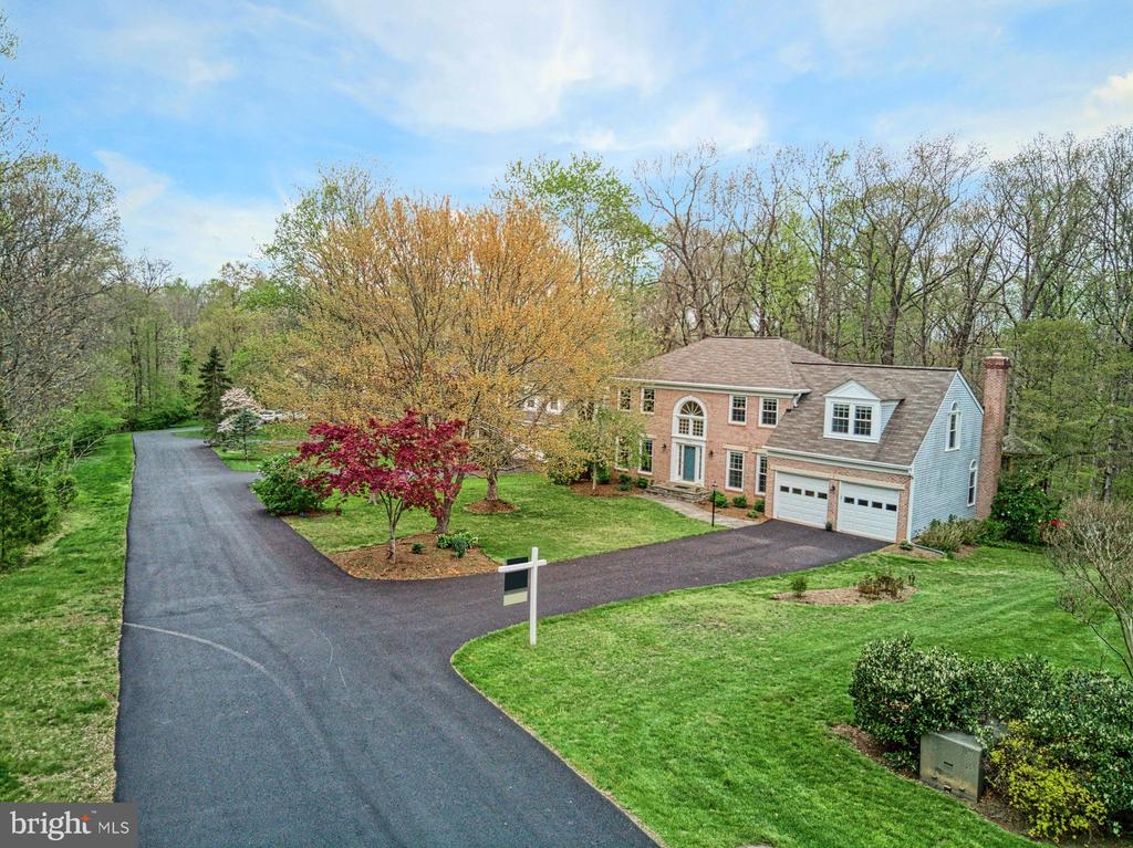 Private drive at the end of the cul de sac - 12216 HEATHER WAY, HERNDON
