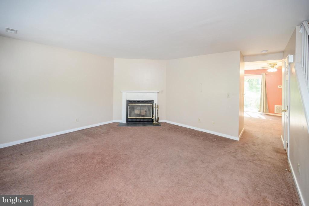 Family room with wood burning fireplace - 16362 HERITAGE PINES CIR, BOWLING GREEN