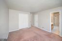Master bedroom with walk in closet - 16362 HERITAGE PINES CIR, BOWLING GREEN