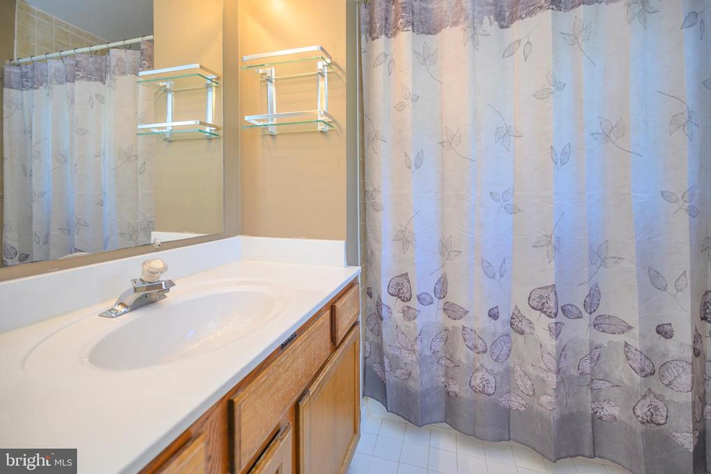 Master bath - 16362 HERITAGE PINES CIR, BOWLING GREEN