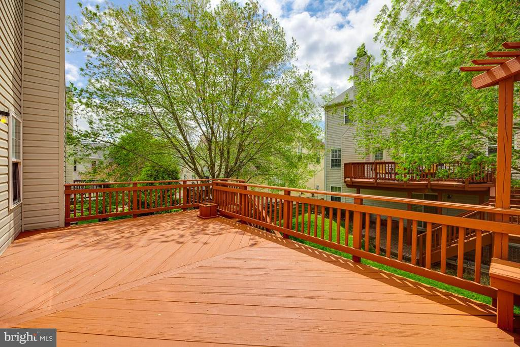 Deck - access from Kitchen and Patio - 5408 GREEN GLEN LN, ALEXANDRIA