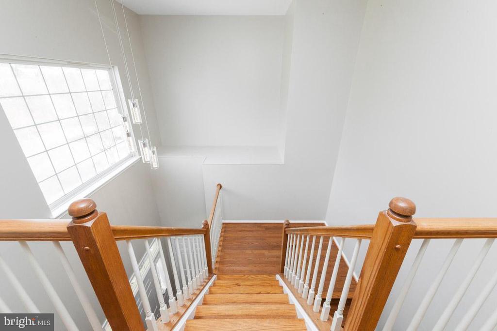 stairs down to Foyer - 5408 GREEN GLEN LN, ALEXANDRIA