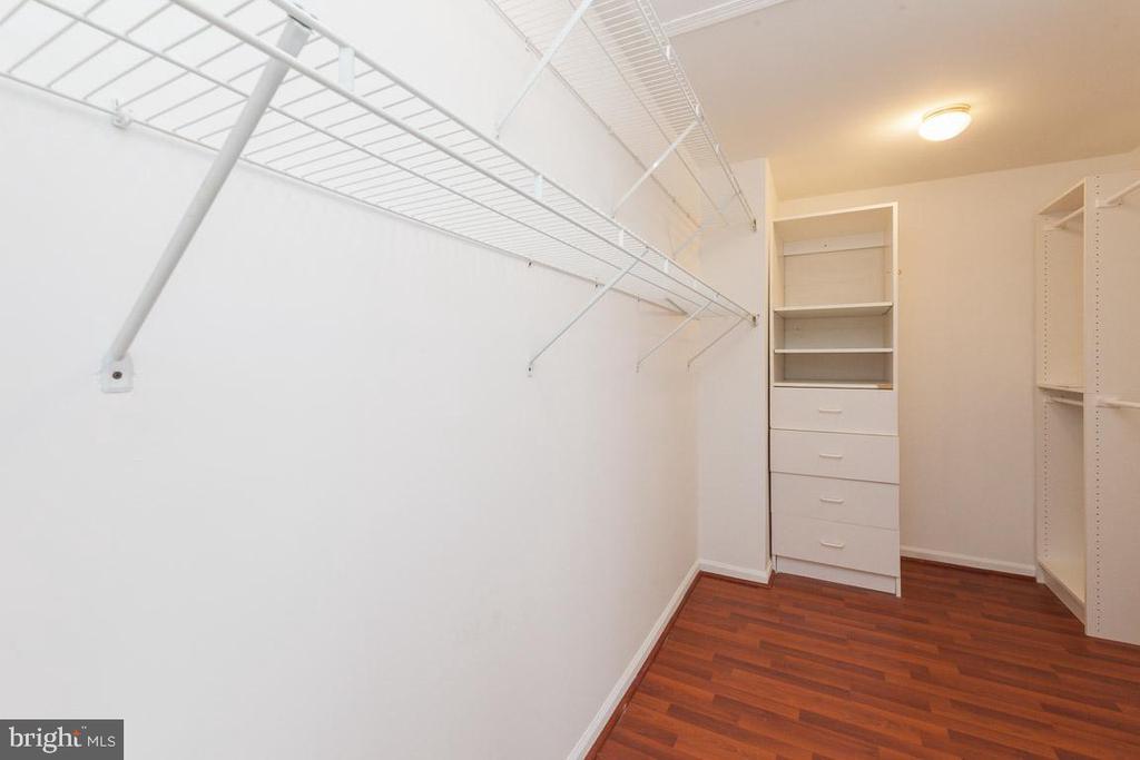 Walk-in-closet Master Bedroom - 5408 GREEN GLEN LN, ALEXANDRIA