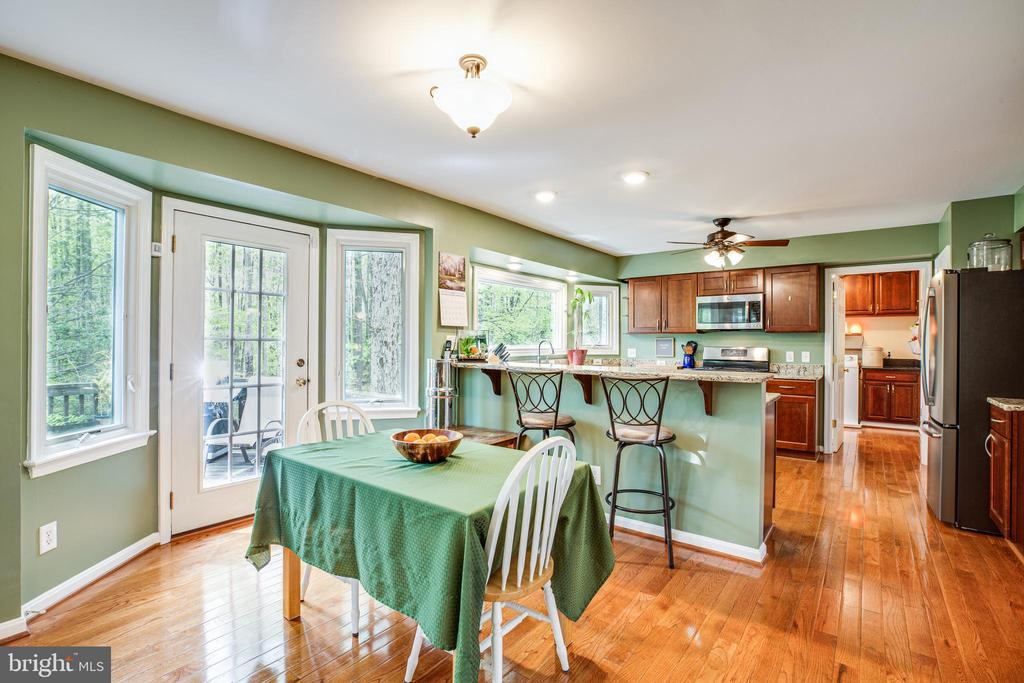 Kitchen Eating Area - 10408 EDINBURGH DR, SPOTSYLVANIA