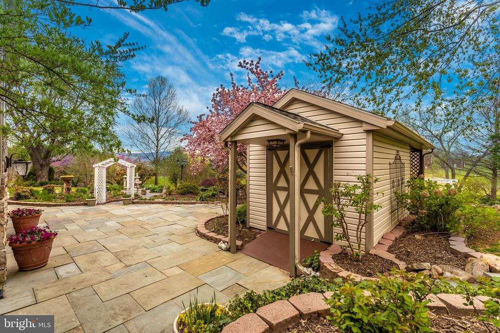 Garden shed has electric service - 2388 MERCER CT, JEFFERSON