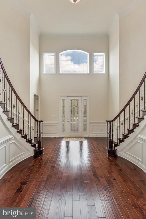 Two Story Grand Foyer Entrance - 11504 PEGASUS CT, UPPER MARLBORO