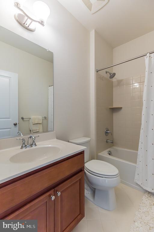 Bathroom inside Bedroom Suite 2 - 11504 PEGASUS CT, UPPER MARLBORO