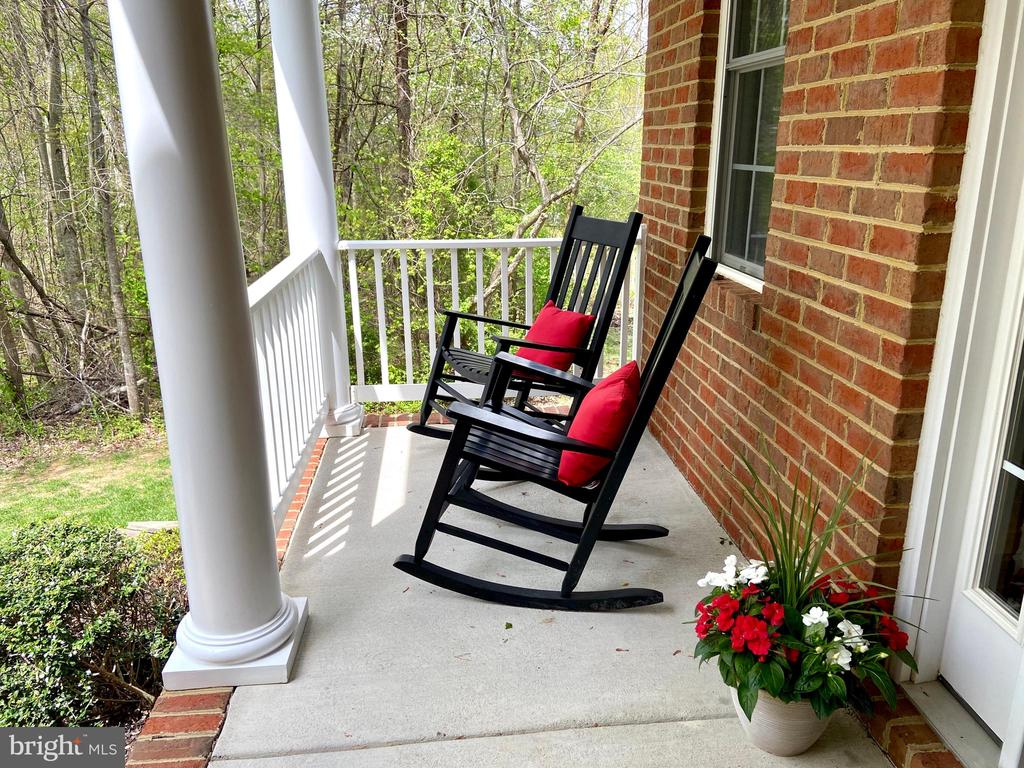 Relaxing front porch with wooded views - 31 CRAWFORD LN, STAFFORD
