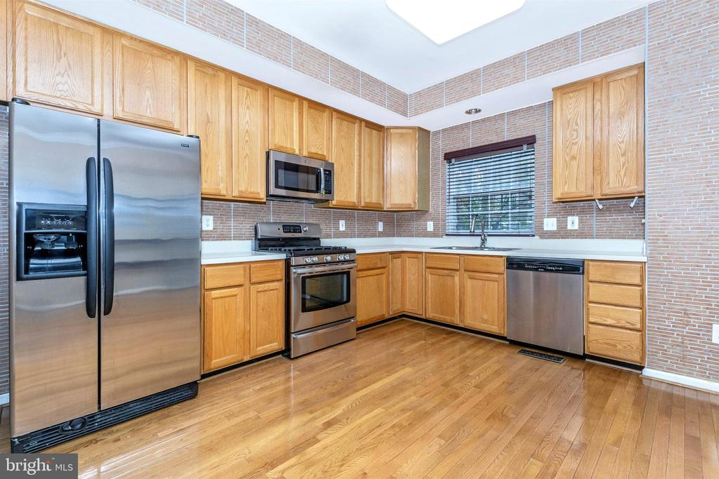 Stainless Steel Appliances - 13107 ALPINE DR #104, GERMANTOWN