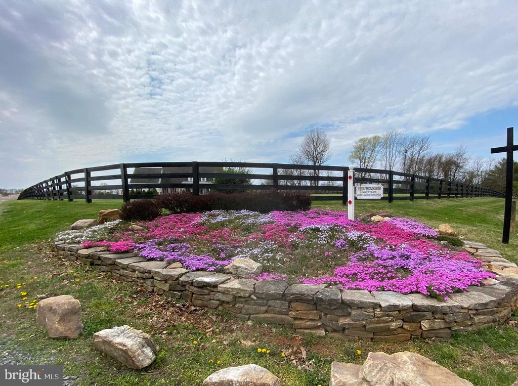 Inviting entry dry stacked stone flower bed - 40319 CHARLES TOWN PIKE, HAMILTON